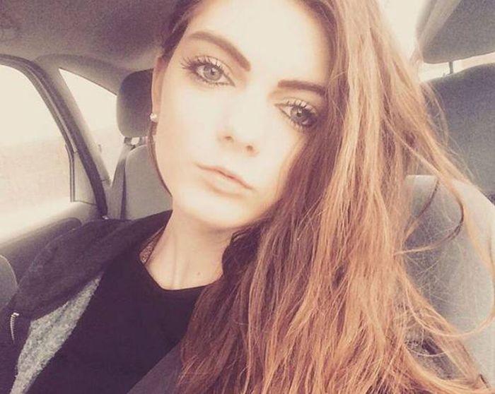 В Великобритании девушка лишилась работы из-за своей привлекательности (18 фото)