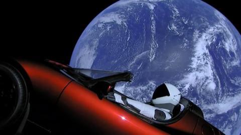Тесла автомобиль в космосе