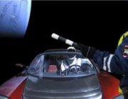 Запуск Tesla в космос высмеяли прикольными фотожабами