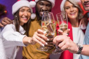 Как женщине вести себя на корпоративной вечеринке?